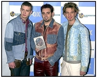 n-sync-members-justin-timberlake-chris-kirkpatrick-and-jc-chasez-backstage-at-the-2001-blockbuster-entertainment-awards_414820-392×305
