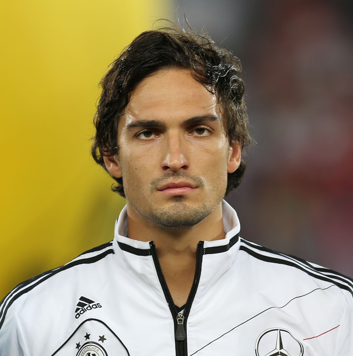 1200px-FIFA_WC-qualification_2014_-_Austria_vs._Germany_2012-09-11_-_Mats_Hummels_01